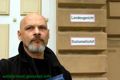 Journalist Glöckel nach einem gewonnen Gerichtsverfahren